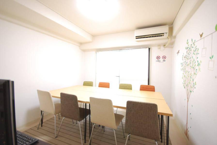 【六本木駅徒歩1分】WiFi無料&デスクトップPC利用無料の格安な完全個室会議室