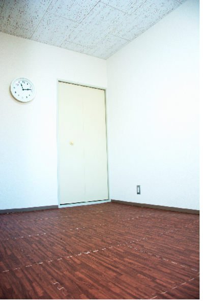 【呉羽の里】The 電源館 Wi-Fi完備!最大5名収容可能な完全個室の小ルーム