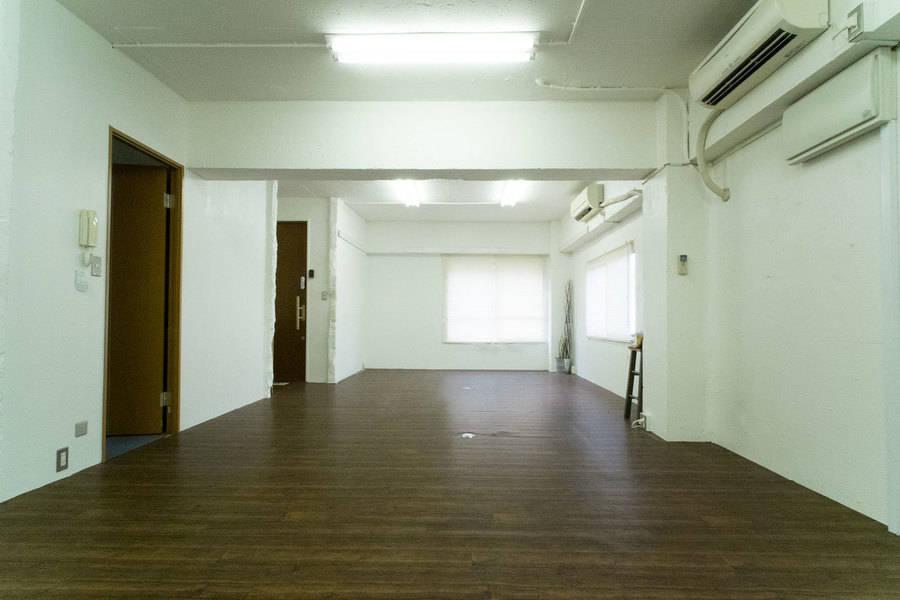 【四谷三丁目徒歩3分】 ワンフロア1部屋グラッドスペース 2F《Max30名、教室、セミナー、ヨガ、ワークショップ WiFi有線無料》