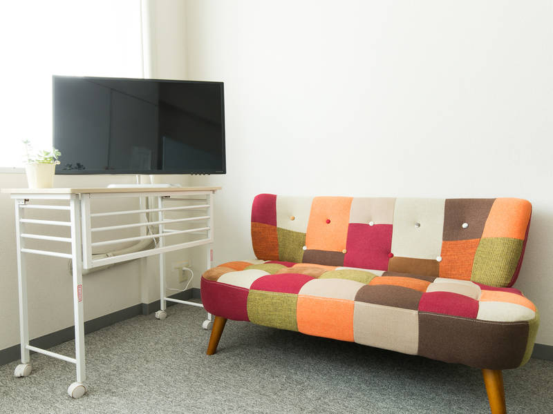 [新宿駅 新南口徒歩3分] ⭐️特別価格中⭐️ WIFI&液晶モニタ有 北欧スタイルソファー ミーティングルーム