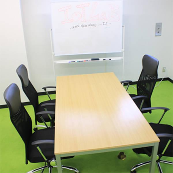 【五反田駅 A6出口より徒歩1分】loT LaB 貸し会議室 Bの写真