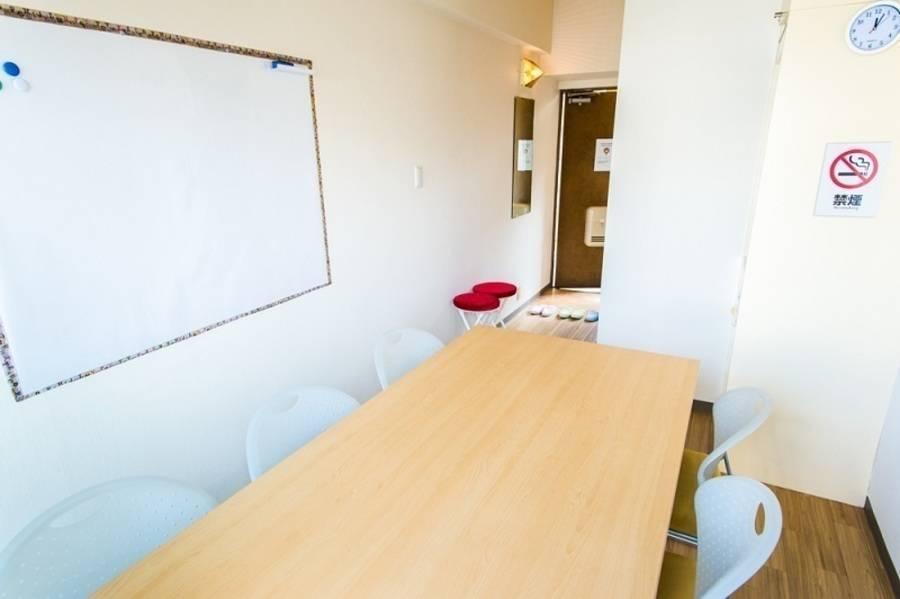 渋谷「出口1」すぐ!【wifi、充電、延長コード、Wボード、文具各種有】完全個室、直前予約OK、直前&長時間割引あり!の完全個室ルーム!