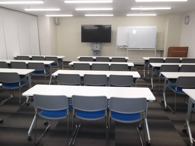 【中洲川端】駅徒歩1分!年中無休 ビジネスシーンにおすすめ36名会議室の写真