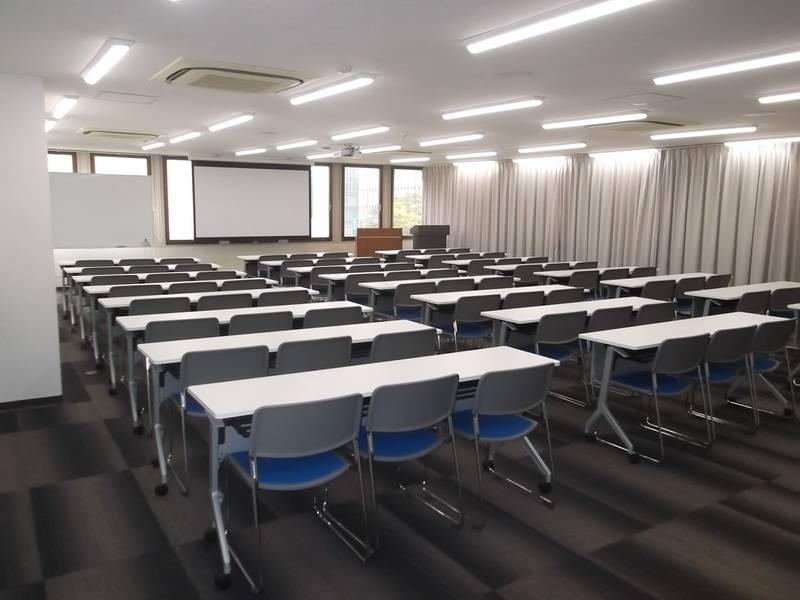 【中洲川端】駅徒歩1分!年中無休 ビジネスシーンにおすすめ72名会議室の写真
