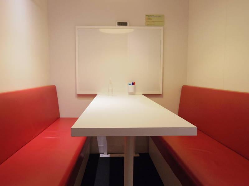 銀座駅徒歩2分 1〜4名用テーブル レンタルスペース の写真