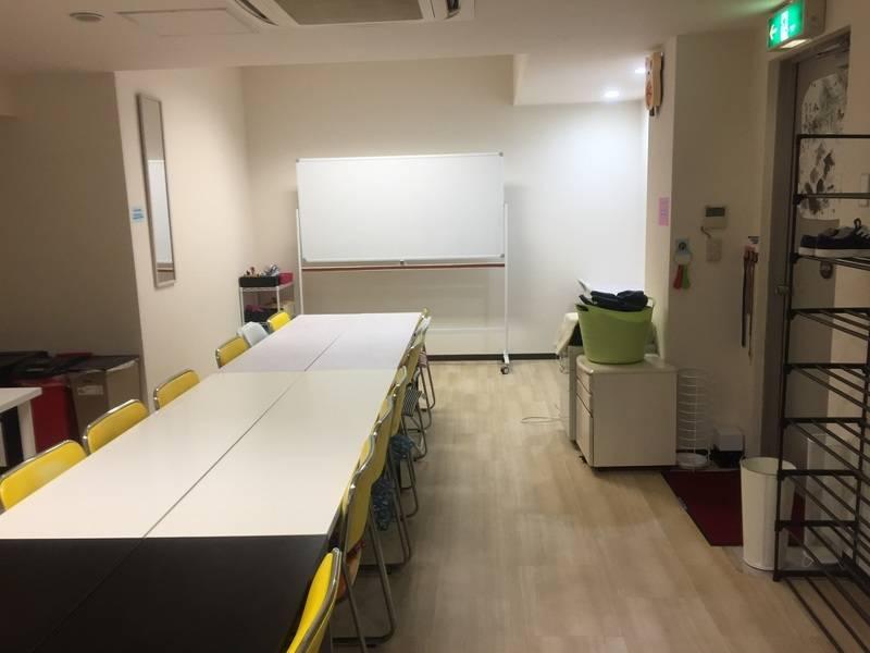 【中野駅徒歩1分30秒オルテガ トウキョウ】地下1階で窓はないものの、静か。18名収容に無料wifi標準で割安価格