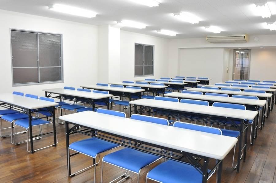 【神田】複数路線利用可能!高級感があり落ち着いた雰囲気の42名会議室の写真