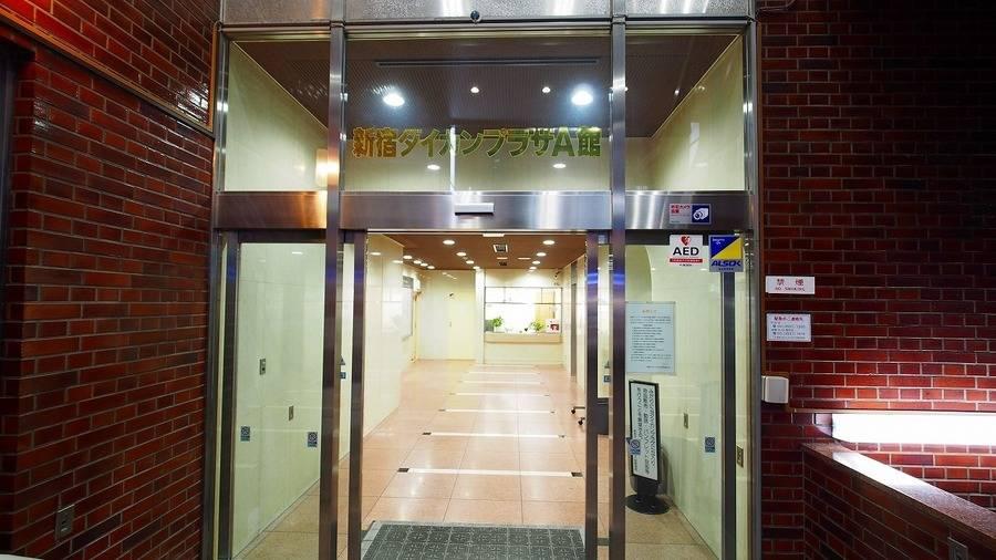 【ベネチア】新宿徒歩20秒 高級内外装&格安 WiFi,プロジェクター,電源無料 B