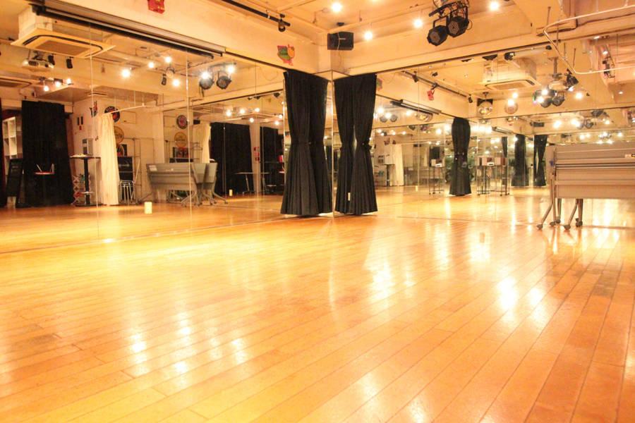 池袋ダンススタジオ。舞台演劇の稽古にも。