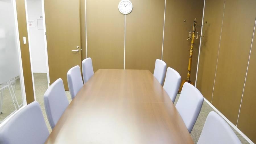 【高田馬場駅5分】商談や面接におすすめ!清潔感のある8名会議室