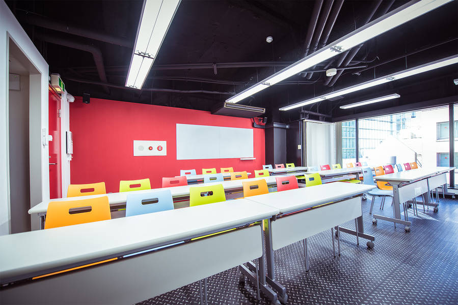 【撮影・パーティーにも!】 渋谷 カラフルな貸し会議室 アクアミーティングスペース渋谷