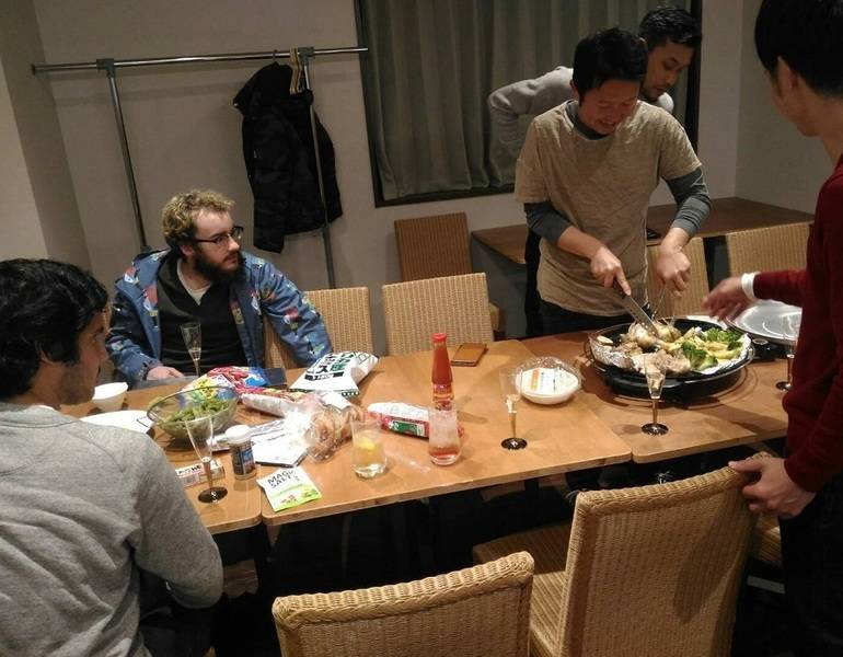 【浅草橋駅前ラゲージルームカフェ】 仲間を集めて気楽なパーティー!キッチン付きカフェを貸し切り!ドリンクバー(有料)利用可♪