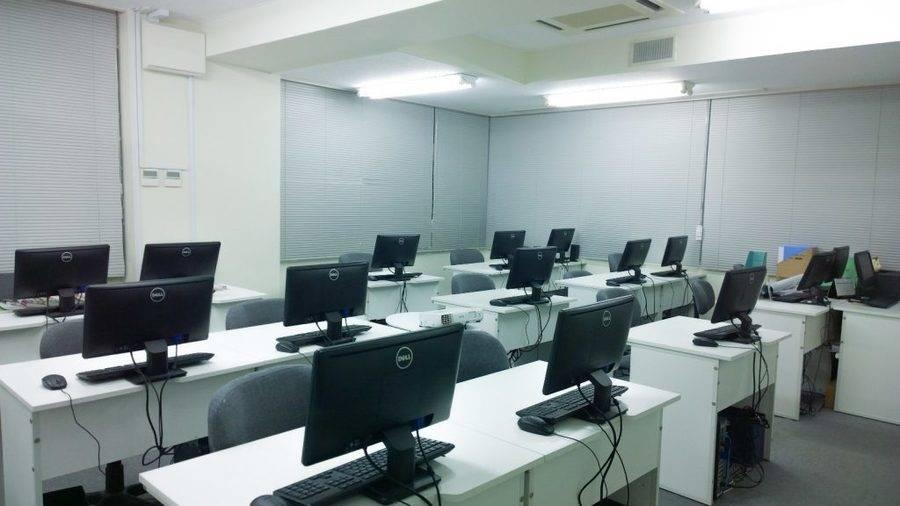 【横浜駅近】白を基調とした清潔感ある空間/ホワイトボード・プロジェクター設備/レンタル教室