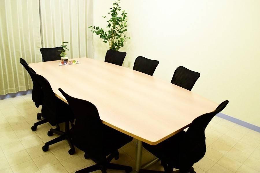 横浜駅3分完全個室 ゆったり広々会議室【メープル】の写真