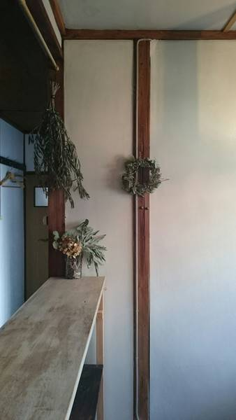 北摂とよなか漆喰の家 阪急豊中駅北改札口徒歩5分昭和レトロな庭付き一軒家。漆喰壁と木の窓枠が懐かしさを感じさせる空間です。★広さを利用し展示販売、写真撮影、ワークショップ等にご利用下さい。◆1日借割引有