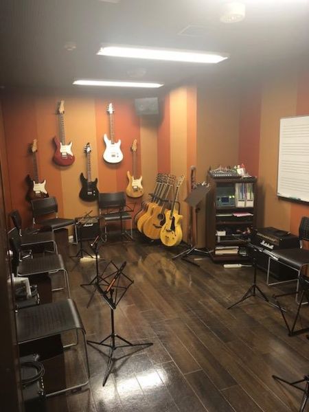 【自由が丘 徒歩3分】ミュージックアベニュー自由が丘 ギター練習室(12番ルーム)