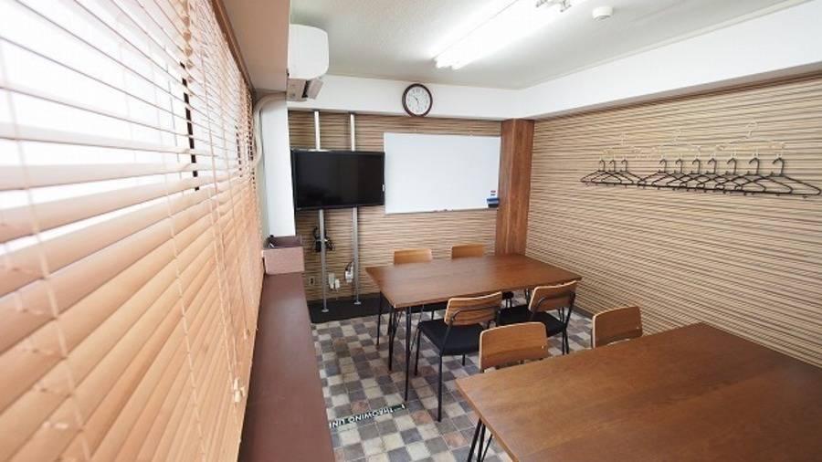 【ワイナリー】横浜駅すぐ WiFi 電源 大型モニタ等設備全て無料 貸し会議室 B