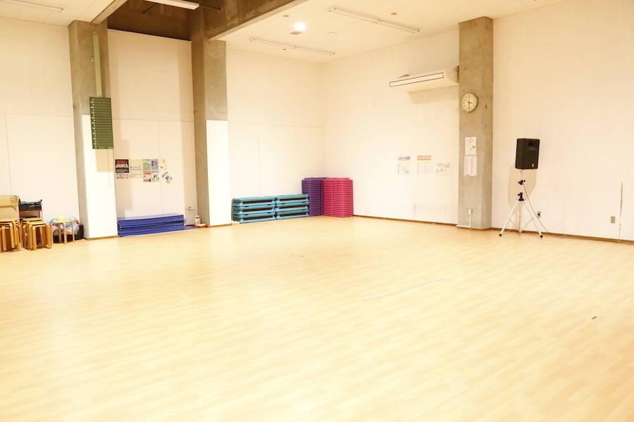 【北谷】床一面フローリングで天井の高い広々としたレンタルスタジオ!