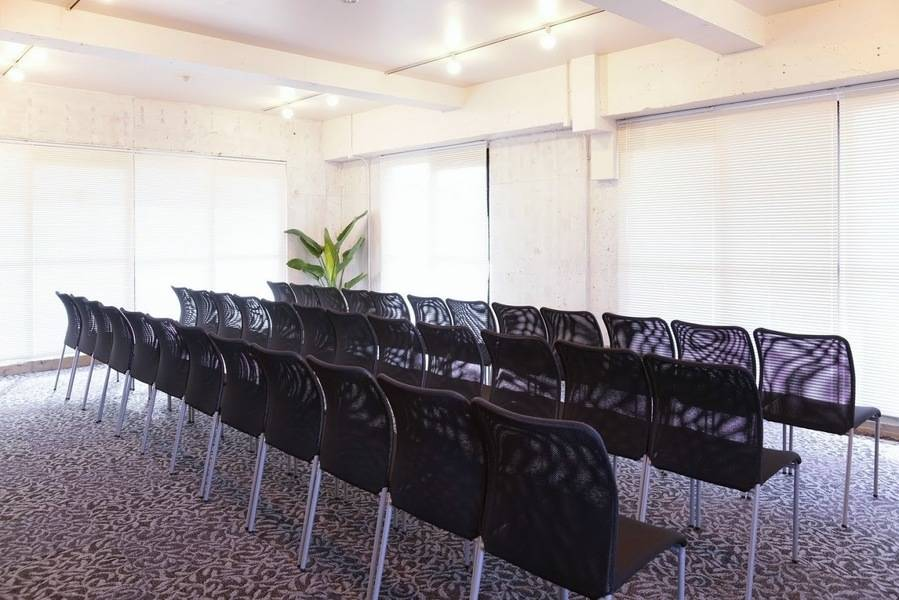 【八丁堀駅30秒!】24時間OK!研修や説明会に使いやすい貸し会議室(42名)