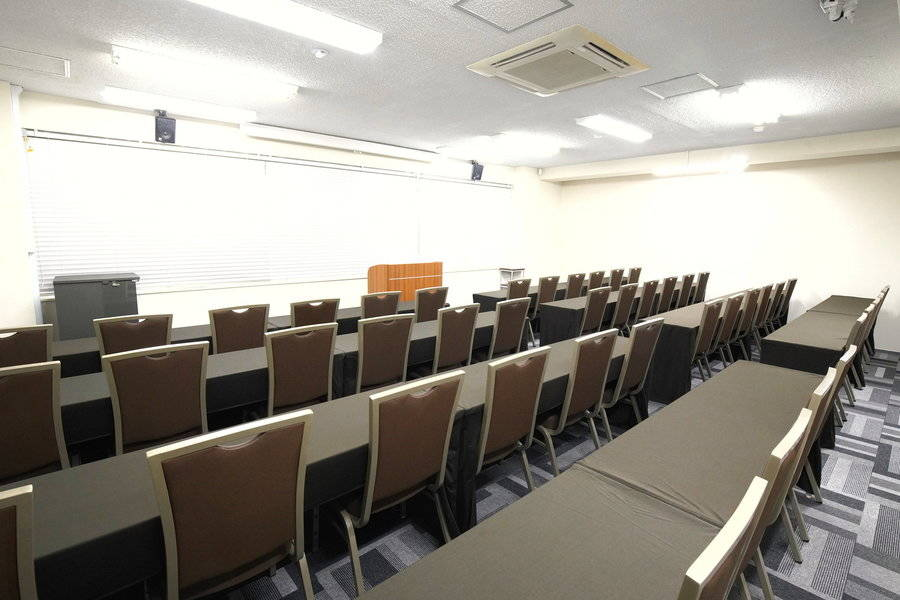 【汐留・新橋・銀座】から徒歩2分!アクセス良好! 50名会議室 4Kプロジェクター・音響セット完備の写真