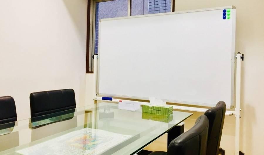 【池袋・ジュンク堂書店から徒歩1分】Wi-Fi無料⭐️ウォーターサーバー・コピー・FAX使い放題⭐️いえナビ会議室