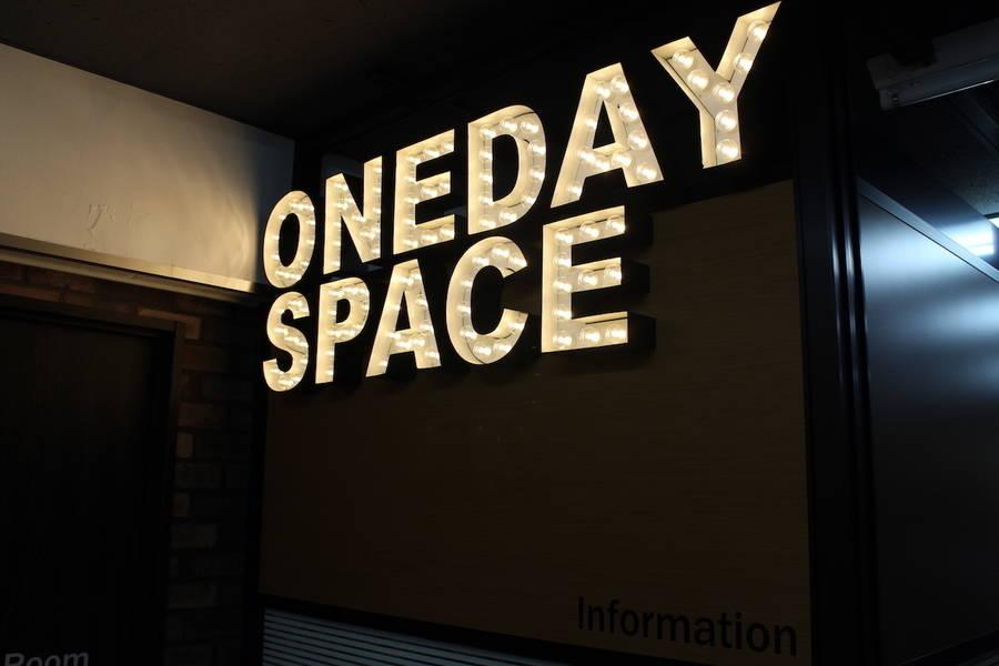代々木駅前 30秒!個室自習室/スキルシェア 業界初!!近未来型レンタルスペース ワン・デイ・スペース(ONE DAY SPACE)「ロボフォンくん」が受付対応【3階レンタル個室2号室】1〜2名ROOM
