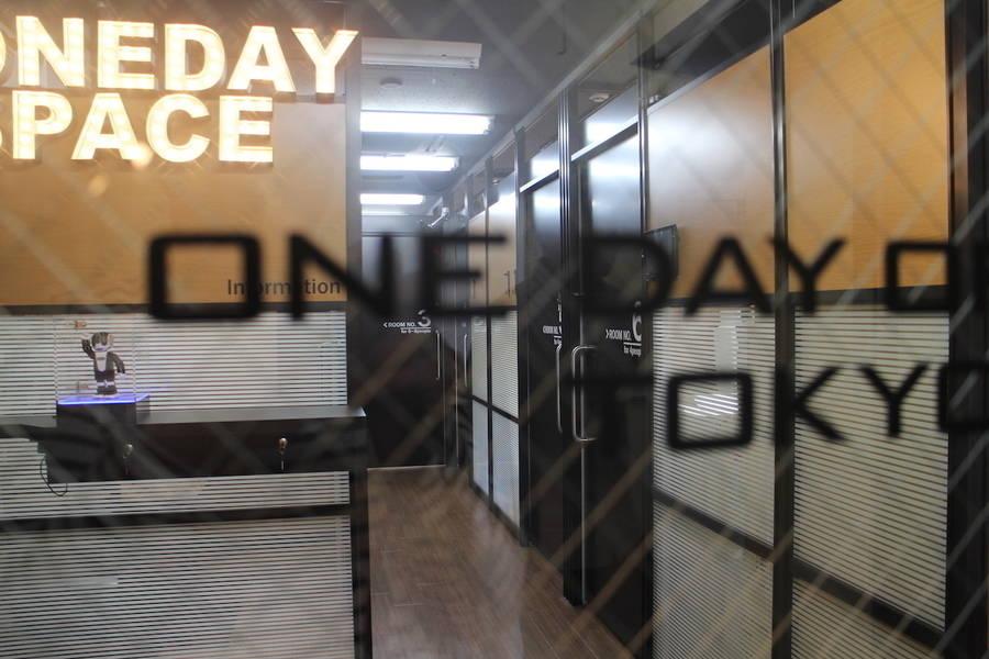代々木駅前 30秒!個室自習室/スキルシェア 業界初!!近未来型レンタルスペース ワン・デイ・スペース(ONE DAY SPACE)「ロボフォンくん」が受付対応【3階レンタル個室4号室】 4〜5名ROOM