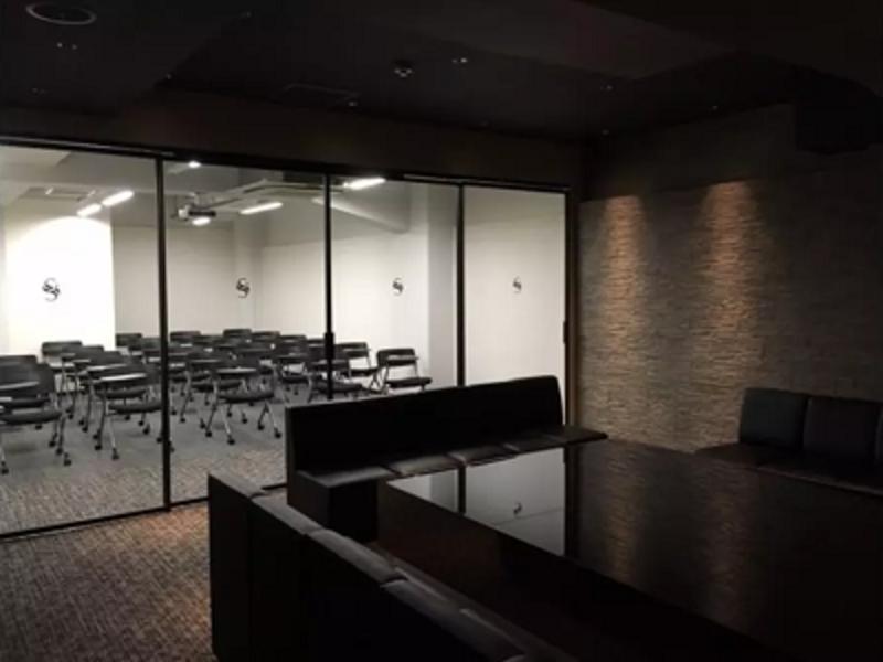 【大阪 堺筋本町 徒歩1分】ラグジュアリー会議室 (~最大30人収容)  《WiFi完備 | ホワイトボード | プロジェクター | クローゼット | ラウンジスペース | が全て『無料‼️』》〜会議・セミナー・勉強会に〜