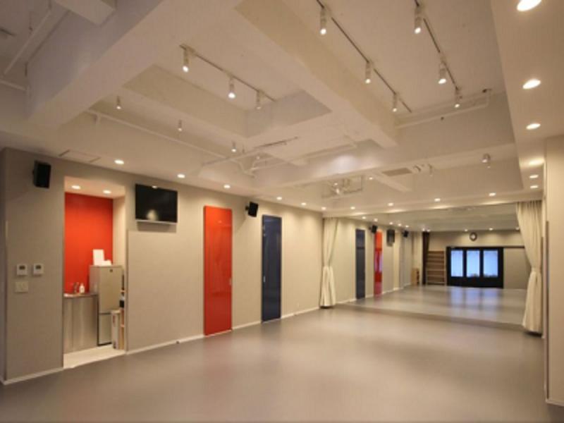 大国町駅徒歩2分!〜50名まで収容可能なレンタルスタジオの写真