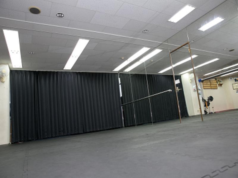 【兵庫 西宮駅 徒歩5分】✨駅近レンタルスペース✨<ヨガ、ダンス、研修、セミナー、トレーニング、スポーツ講座などに>大型鏡あります!