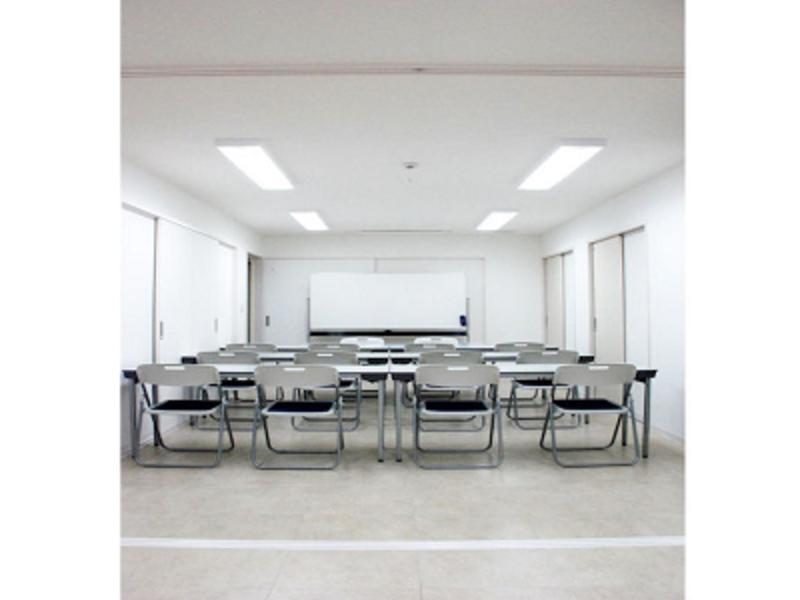 【兵庫 須磨寺駅 徒歩2分】✨白い洋館建て✨貸し会議室 OPEN特価実施中!<会議・セミナー・研修・ワークショップに(広々54人収容)>の写真