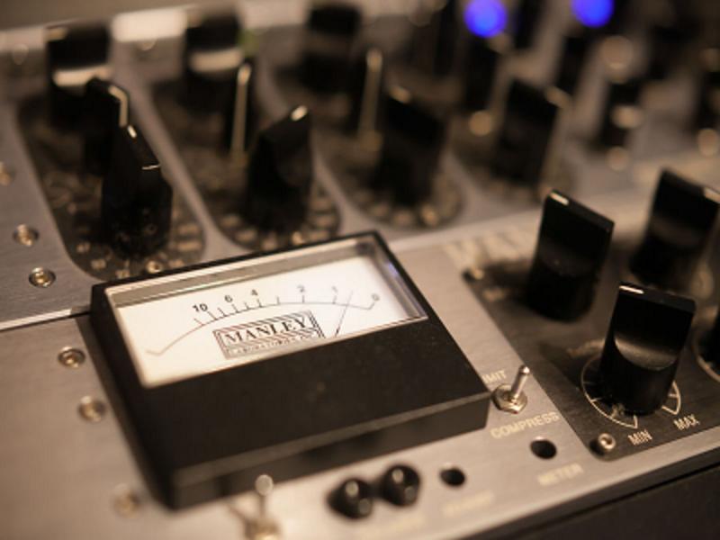 京都・長岡京の音楽スタジオ JAZZ、POPS等のバンド練習に最適な設備が整っています。