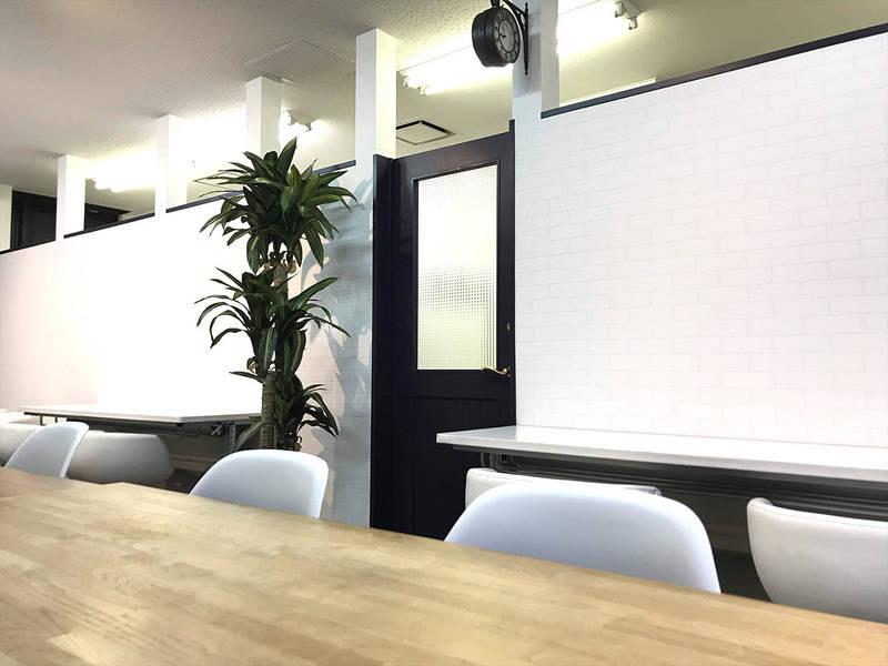 【横浜駅4分!平日デイタイム女性限定】ランドマークが見えるドレッサー・メイク/カラー施術スペース!自然光が入る眺望良好のイベント・コワーキング・会議・シェアオフィスに!