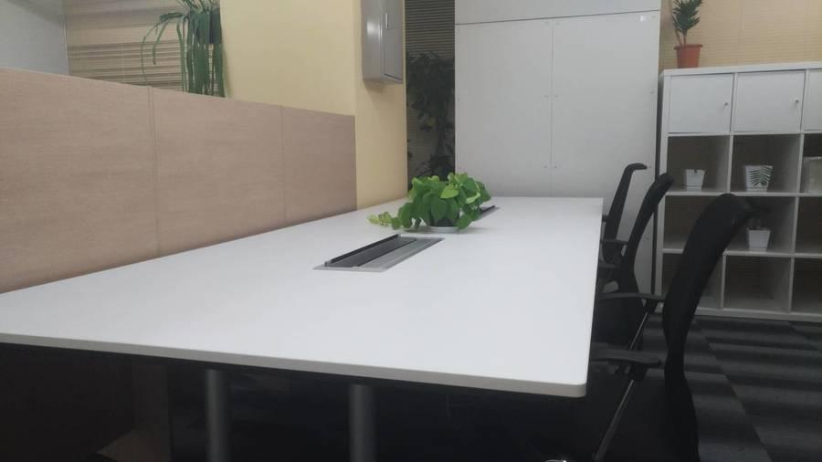 会議・作業スペース《新橋駅前ビル 1号館 6F》★格安!1h400円★  Wi-Fi完備 (4名で打ち合わせ可能です。) ※個室ではありません※