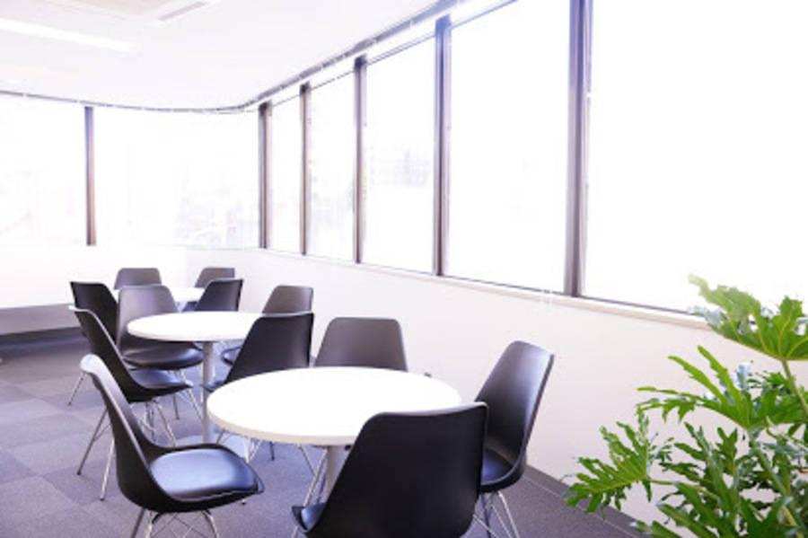 【八丁堀駅30秒!】飲食可能◎ゆったり清潔な、高級感のある大型セミナールーム