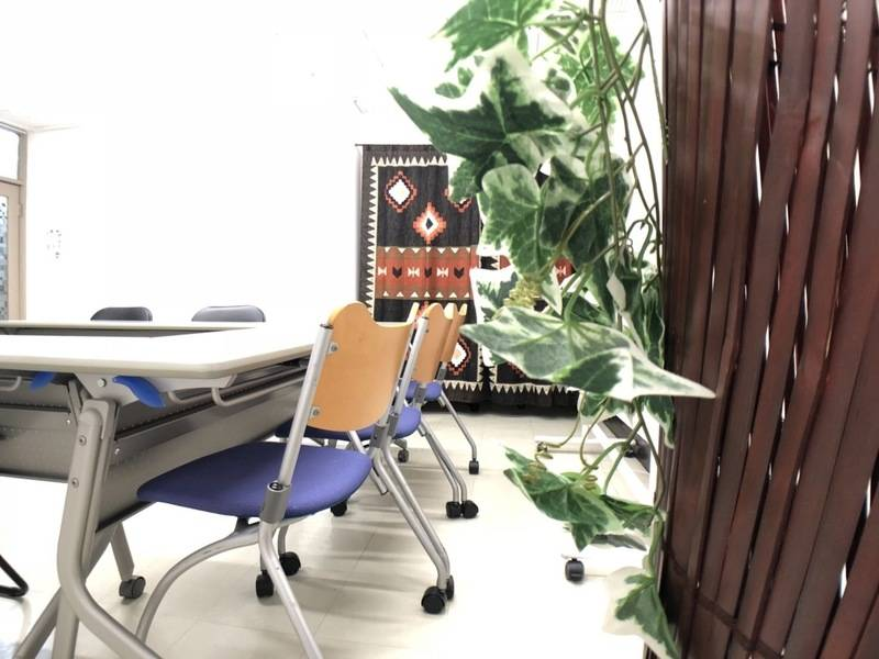 ✴️早朝お得プラン✴️【南森町・大阪天満宮4分!】暑い夏でも日の当たらないアーケード内!梅田や新大阪からアクセス便利。プロジェクター、Wi-Fi無料!ビジネスに、趣味に、貸し教室に!安くてゆったり使える「みーてぃんぐすぺーす南森町」