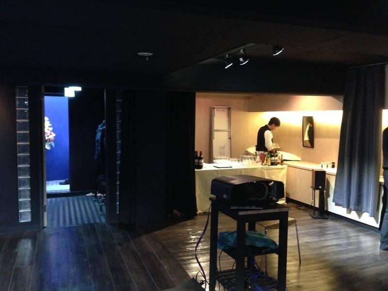中目黒・祐天寺にあるレンタルギャラリーです。オフ会や会議室にも!
