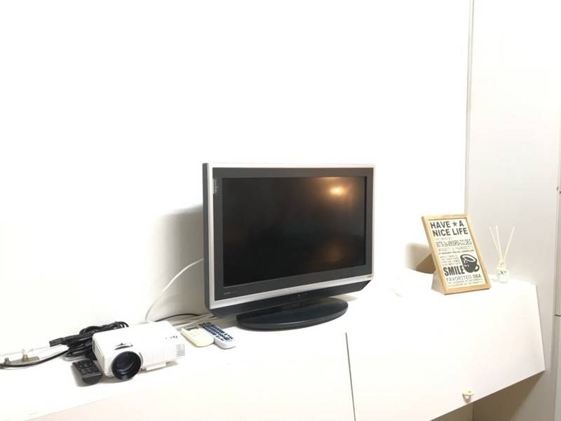 【新宿 徒歩4分/ 8名/ プロジェクター/ TV/ ホワイトボード無料】貸し会議室のDIC - YY1(禁煙)