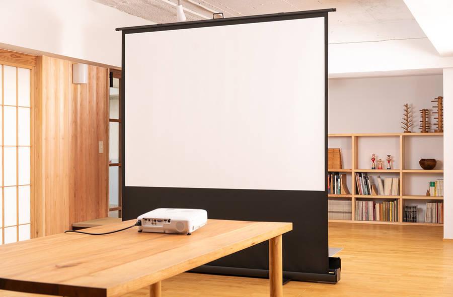 木の香りが漂う和モダンな空間。会議、ワークショップ、お教室におすすめ.