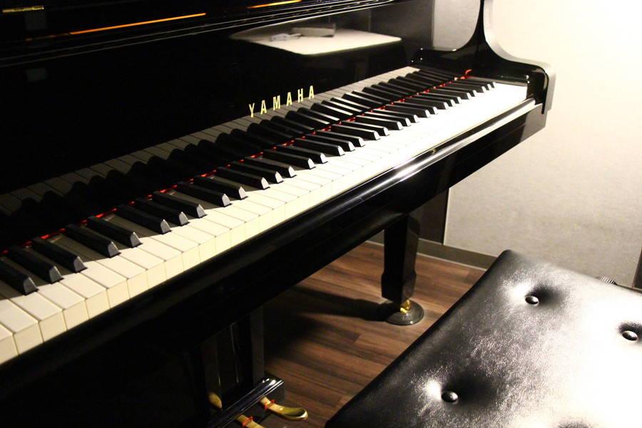 【渋谷駅徒歩7分】ヤマハの音楽練習室 ROOM3 ―グランドピアノを普段使いできる部屋。ちょっとした時間のスキルアップや気分転換にも。の写真