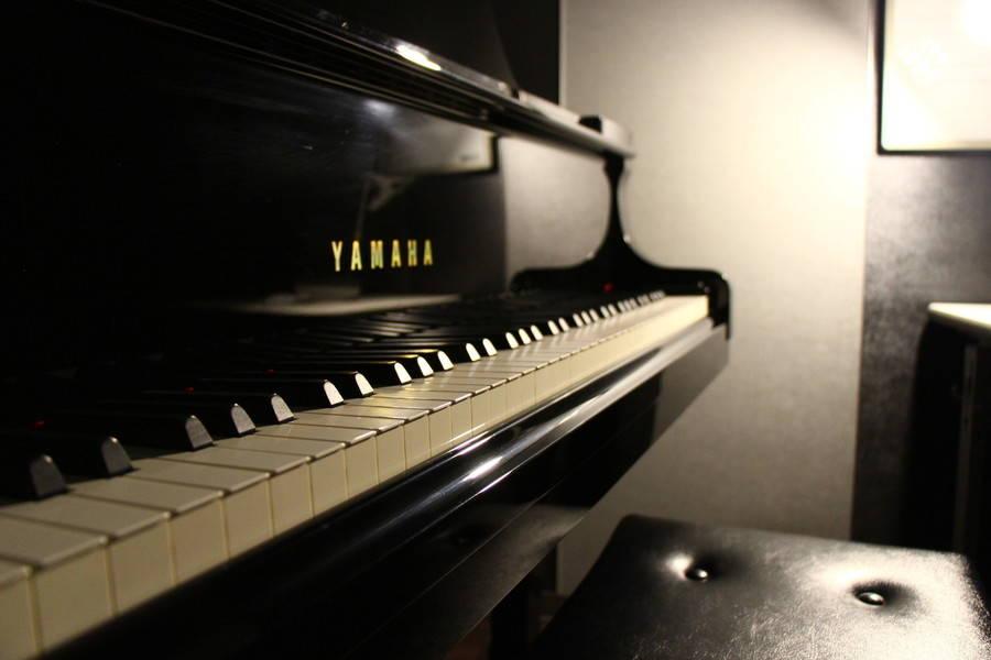 【渋谷駅徒歩7分】ヤマハの音楽練習室 ROOM3 ―グランドピアノを普段使いできる部屋。ちょっとした時間のスキルアップや気分転換にも。