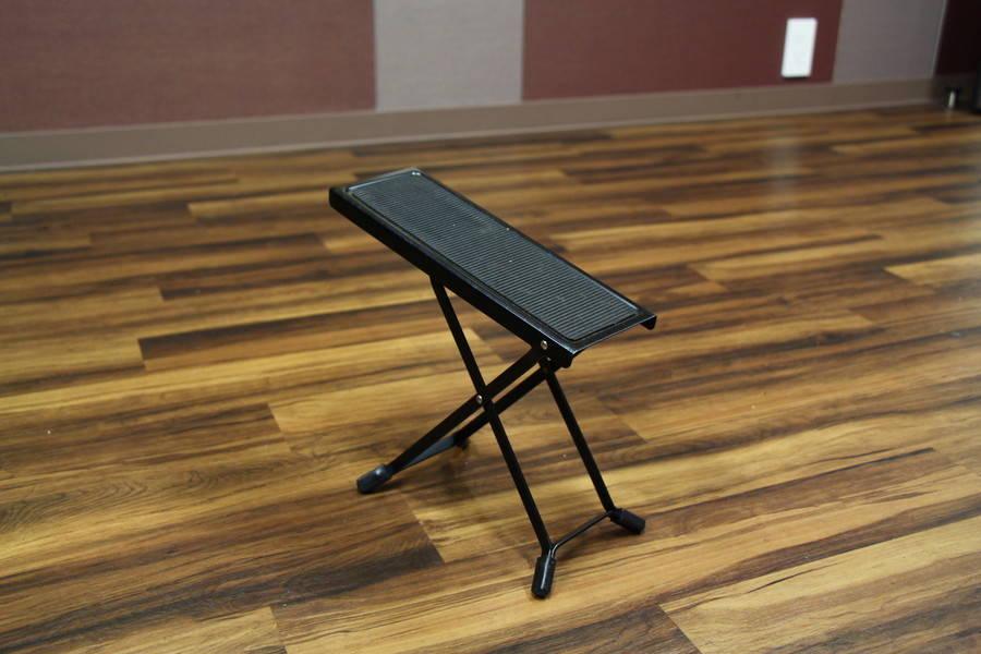 【渋谷駅徒歩7分】ヤマハの音楽練習室 ROOM9 ―手ぶらで楽器練習♪ スキマ時間にアコースティックな響きを楽しみませんか。アコギ・クラギ・ウクレレあります。