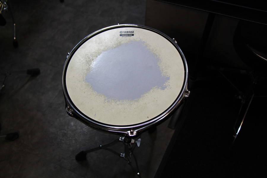 【渋谷駅徒歩7分】ヤマハの音楽練習室 ROOM16 ―手ぶらでドラム練習!PA機材もあるので、スキマ時間の練習にぴったり。