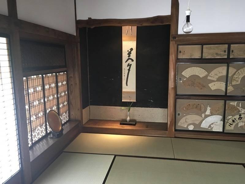 那須烏山市に残存する築100年超の茅葺き古民家で悠久の時が流れる異空間