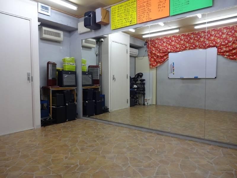 Johnny貸しスタジオ【京都・くいな橋駅徒歩7分】大きな鏡のある防音個室貸しスタジオ!楽器貸出無料!!ダンス、バンド、余興の練習に!