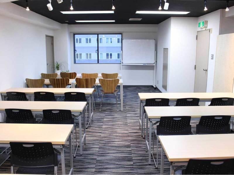 <中会議室>32名収容!札幌駅徒歩5分♪wifi/ホワイトボード/40インチモニター無料の写真