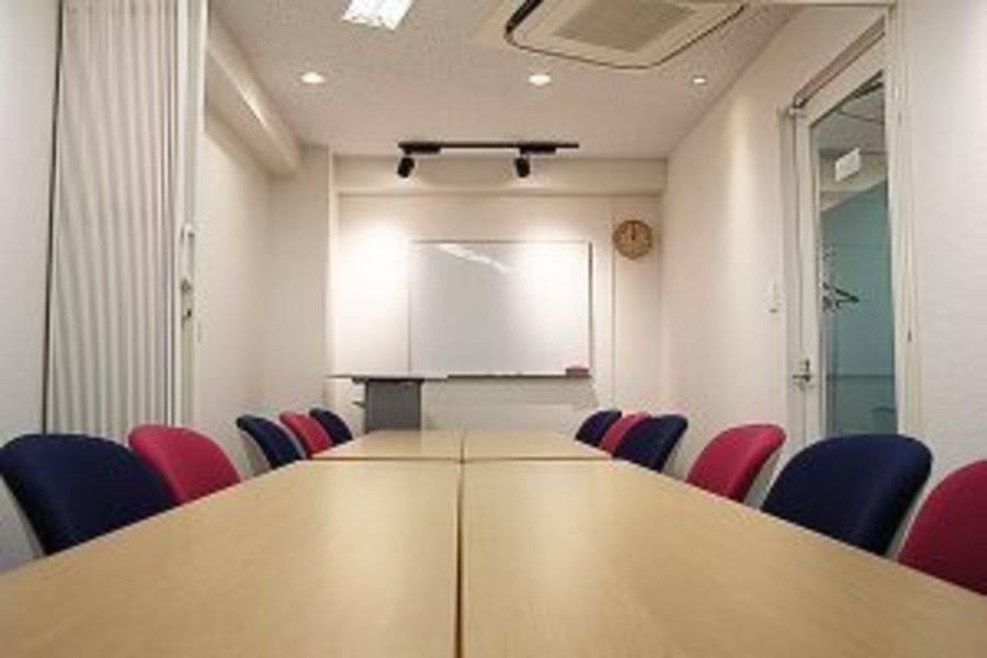 池袋コワーキングスペース FOREST 会議室BC【定員12名】の写真