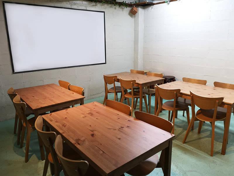 【75%オフ】池袋/会議室/パーティー/プロジェクター/ホワイトボード/キッチン/365日24時間【なないろスペース】