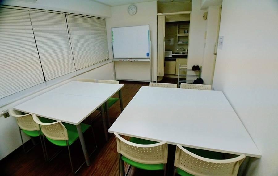 【横浜西口5分】 リバーサイド横浜スクエア会議室 は最大10名利用可能で「安い」「綺麗」「静か」 な会議室です。設備はWifi/プロジェクター/ホワイトボード有り!すべて無料でご利用いただけます。平日の日中はもちろん、平日夜や休日にも会議、商談、勉強会、セミナー活動等に是非ご利用下さい。
