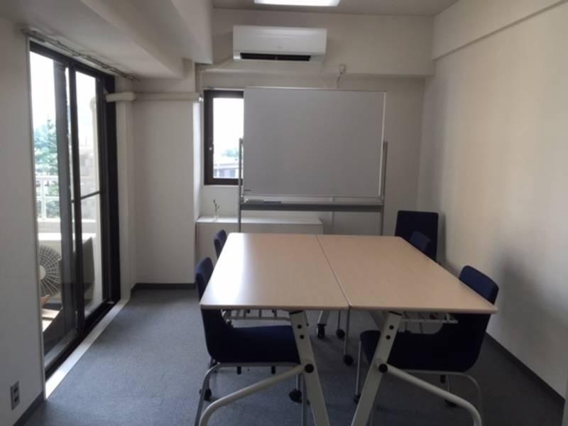 【六本木-ミッドタウン側の静かな空間】ミッドタウン徒歩1分のきれいな会議室の写真